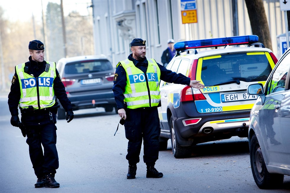 polisen umeå öppettider