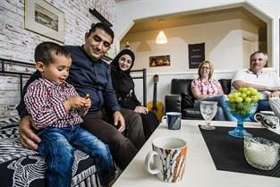 Yuosef och Noor Alamour med sonen Ahmed, Mayvor Lingren, Tommy Lindgren.