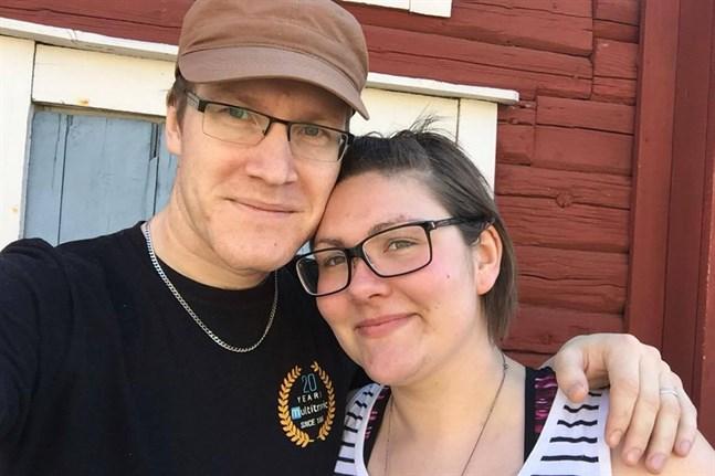 Daniel och Sandra Neuman firar tio år tillsammans nu i maj.