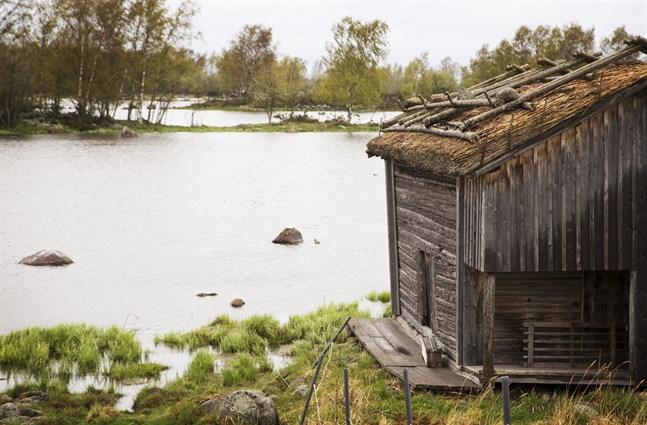 Traditionella sjöbodar finns det gott om i Svedjehamn på Björkö.