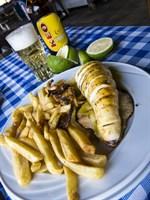 Grillad bläckfisk och en sval cypriotisk Keo-öl - alltid rätt!