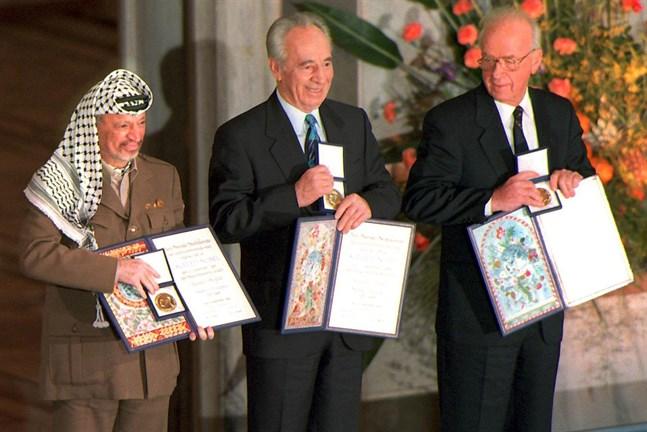 Peres skyller pa palestinierna