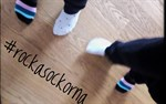 Pia Forsman-Fant delar sockor med sin son Tobias, 9 år, för att de tycker annorlunda är bra!