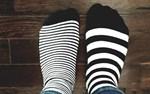 Här är en bild på mina sockor idag, som jag rockar både för Downs Syndrom-dagen och dagen mot rasism (som bägge infaller idag).  Det är ingen skillnad om man är svart eller vit, har en kromosom för mycket eller litet. Olika är vi alla, olika är bra, hälsar Ida-Maria Skytte.
