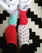 Alla är vi olika men ändå lika värda #idag rockarvisockorna, hälsar Elin Storbjörk.