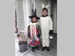 Här är påskhäxan Noel och påskharen Liam.