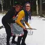 I Pörtom landade de här två glada påskhäxorna på lördagen.