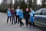 Annie Simons, Cassandra Stenback, Ajla Draganovic, Vincent Håkans, Jenny Liljedal och Enrico Nordlund från Stenbackens skola pustar ut efter avslutad insats i stafetten.