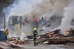 Det brinner vid Kappellbacksvägen. Släckningsarbetet tar hela dagen, uppger Räddningsverket.