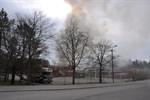 Rökutvecklingen är kraftig. Stäng fönster och ventilation, uppmanar Räddningsverket.